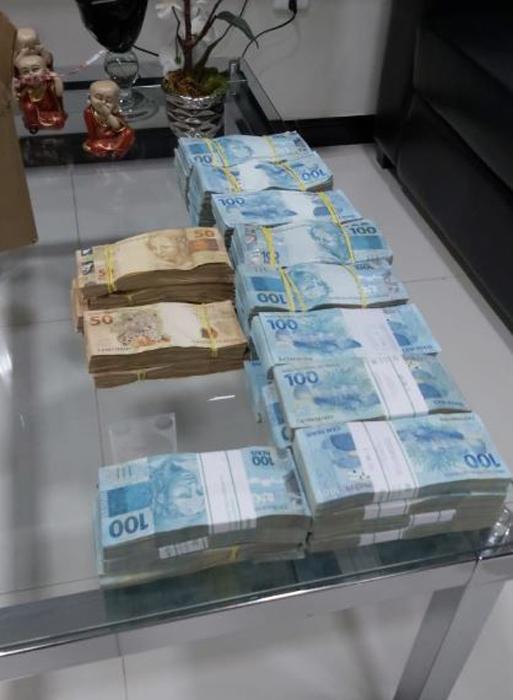 Mais de 700 mil reais foram apreendidos na casa do atual prefeito